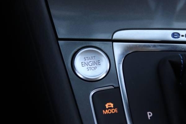 2016 Volkswagen e-Golf WVWKP7AU8GW916835
