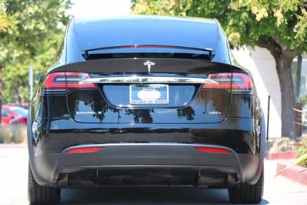2018 Tesla Model X 5YJXCAE27JF144640