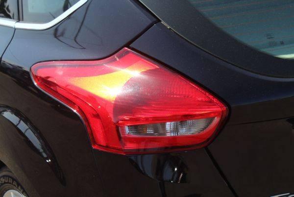 2017 Ford Focus 1FADP3R40HL263903
