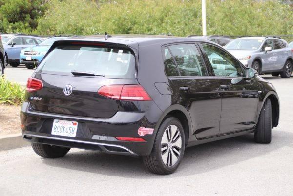 2017 Volkswagen e-Golf WVWKR7AU6HW950851