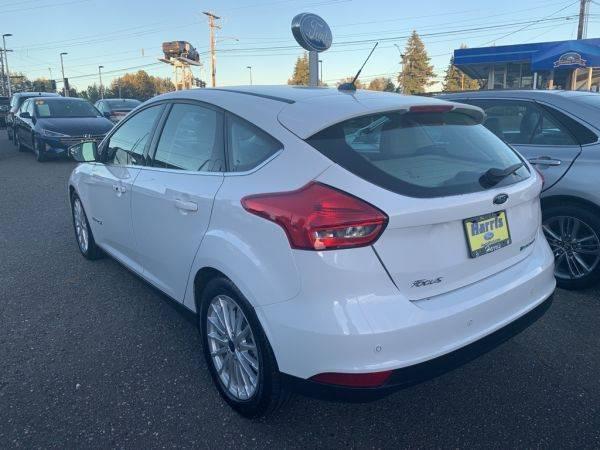 2017 Ford Focus 1FADP3R42HL255429