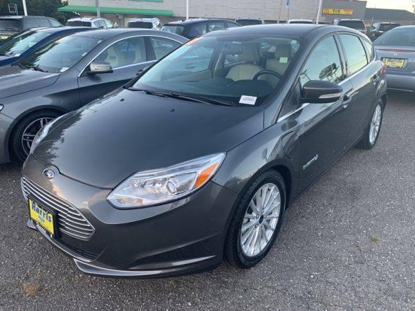 2017 Ford Focus 1FADP3R49HL263902