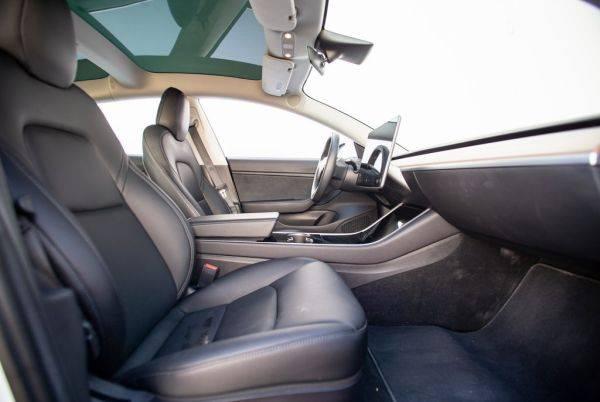 2018 Tesla Model 3 5YJ3E1EBXJF120664