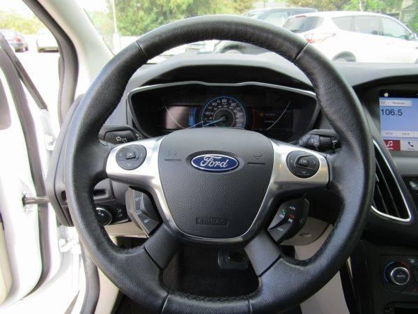 2017 Ford Focus 1FADP3R46HL308603