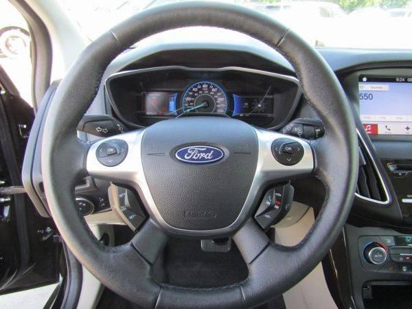 2017 Ford Focus 1FADP3R48HL308599