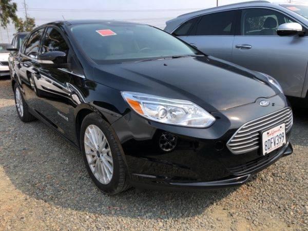 2017 Ford Focus 1FADP3R40HL343637