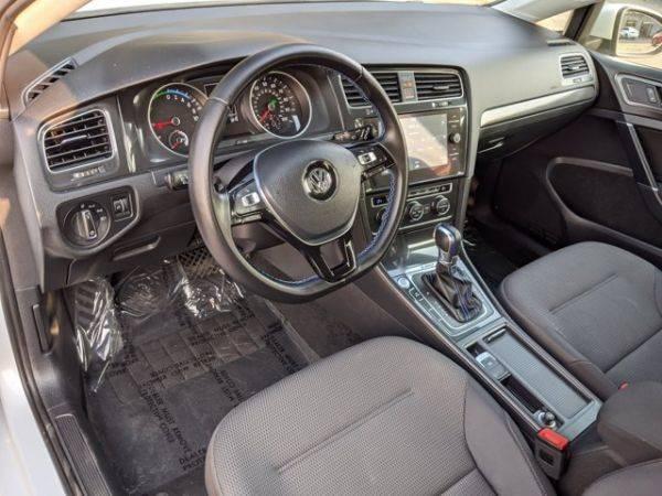 2017 Volkswagen e-Golf WVWKR7AUXHW953610