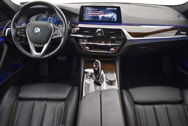 2018 BMW 5 Series WBAJB1C53JB084412