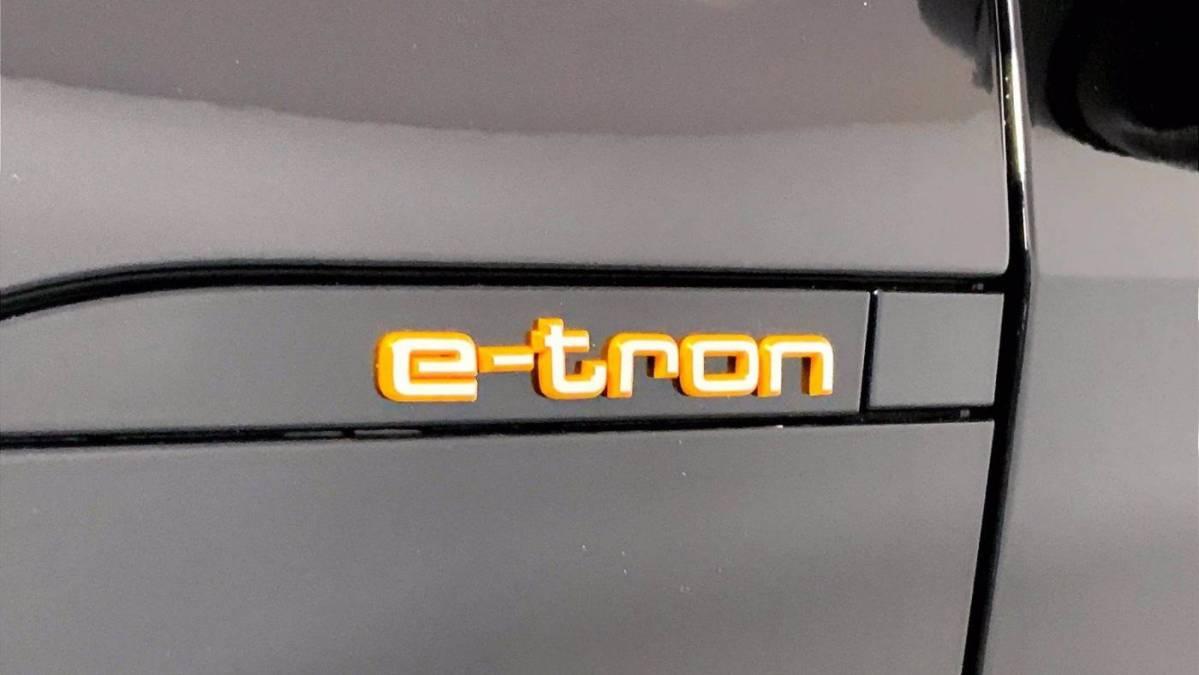 2019 Audi e-tron WA1VABGE8KB014715