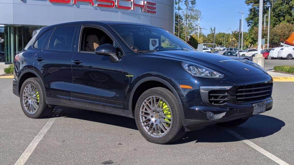 2017 Porsche Cayenne WP1AE2A25HLA74220
