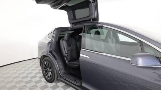2018 Tesla Model X 5YJXCDE24JF120569