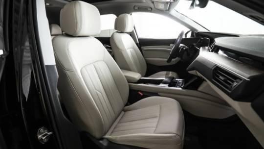 2019 Audi e-tron WA1LAAGE1KB009129