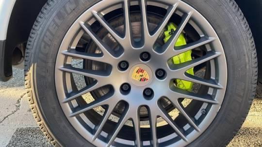 2017 Porsche Cayenne WP1AE2A27HLA71092