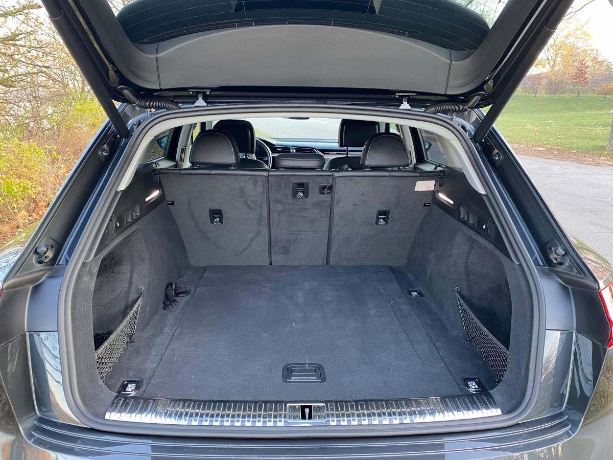 2019 Audi e-tron WA1VABGE1KB011204