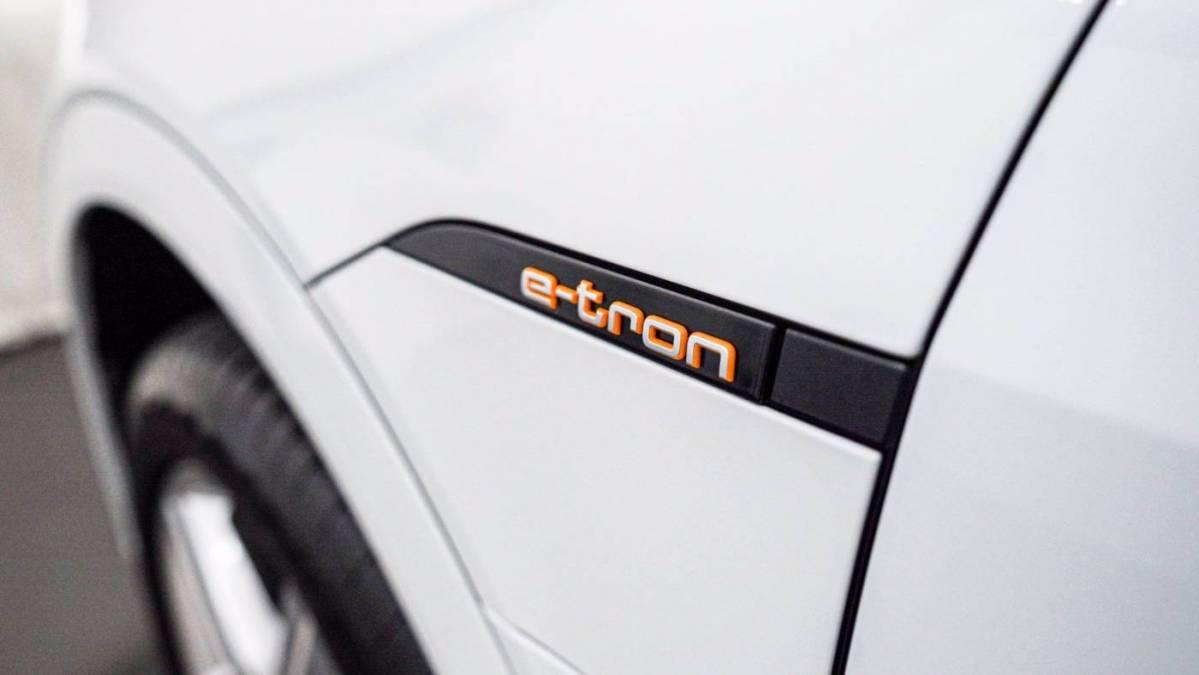 2019 Audi e-tron WA1LAAGE9KB006561