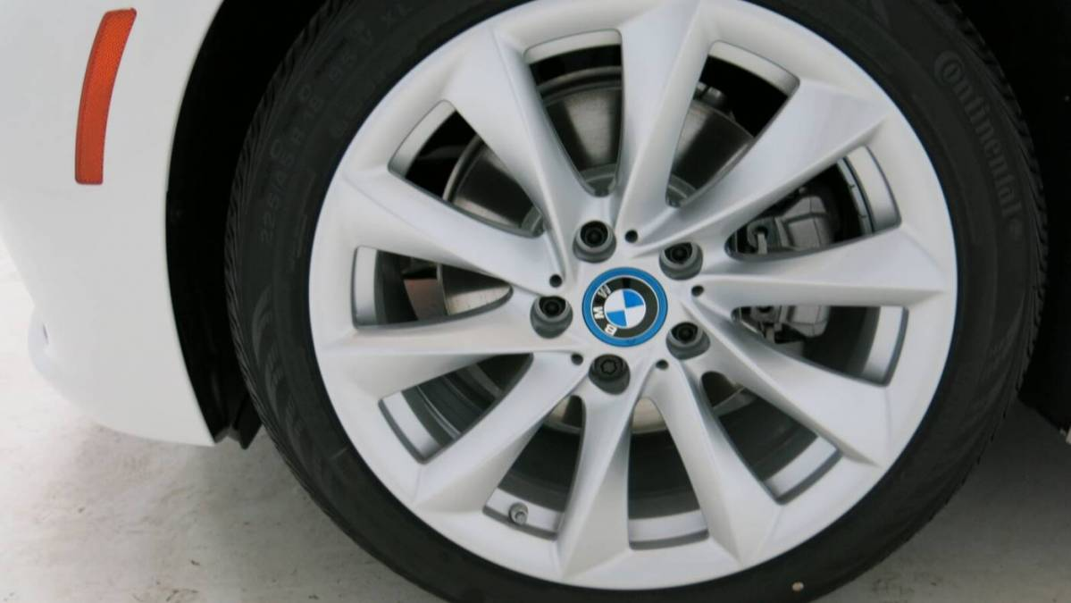 2017 BMW 3 Series WBA8E1C52HK895053