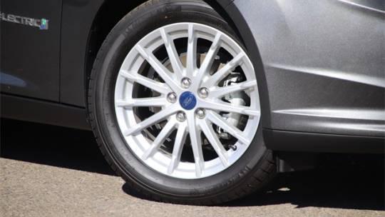 2017 Ford Focus 1FADP3R40HL290647