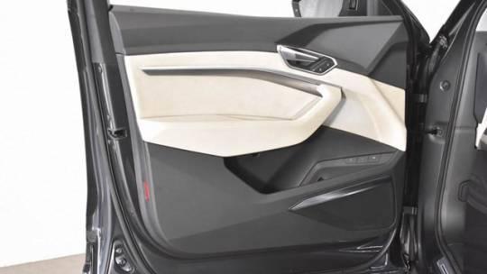 2019 Audi e-tron WA1VABGE7KB022532