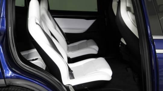 2017 Tesla Model X 5YJXCBE2XHF049490