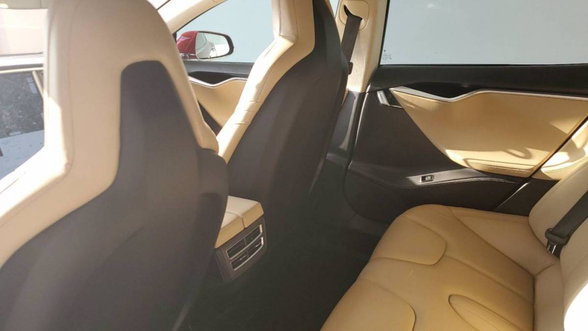 2016 Tesla Model S 5YJSA1E40GF150113