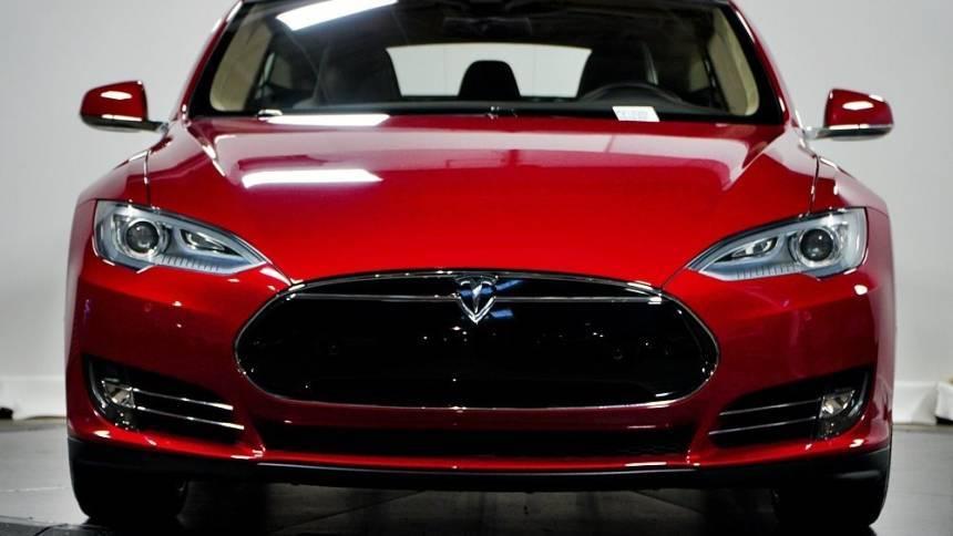 2016 Tesla Model S 5YJSA1E40GF130282