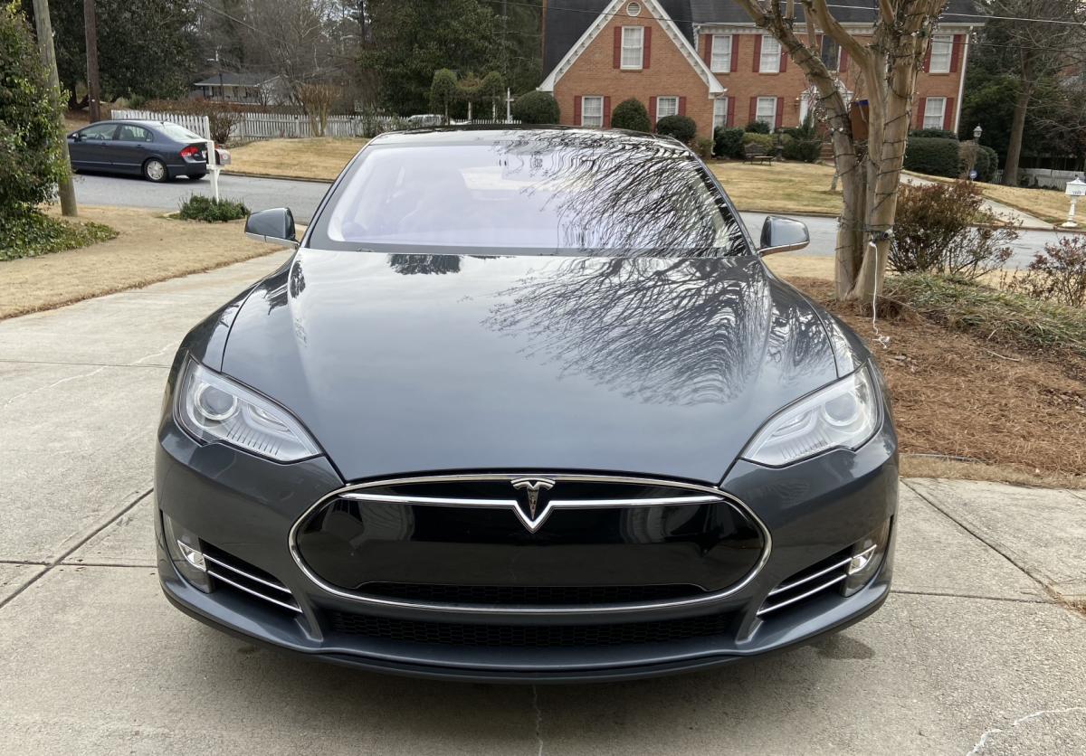 2013 Tesla Model S 5YJSA1DP2DFP15744