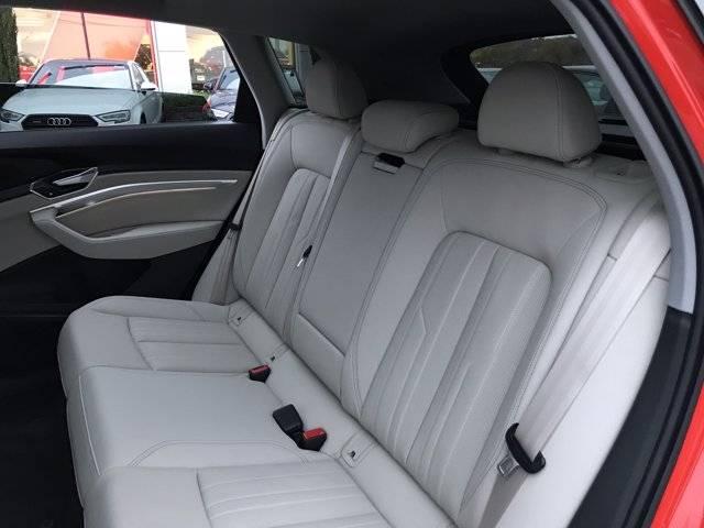 2019 Audi e-tron WA1LAAGE7KB007739