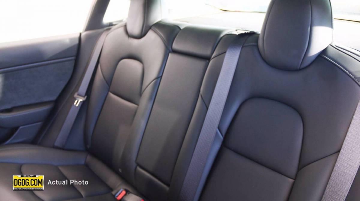 2019 Tesla Model 3 5YJ3E1EB9KF433402