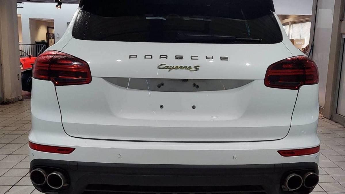 2017 Porsche Cayenne WP1AE2A28HLA73367