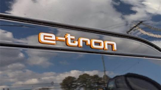 2019 Audi e-tron WA1LAAGE4KB022702
