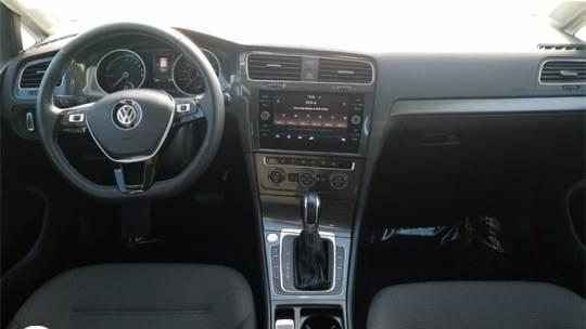 2017 Volkswagen e-Golf WVWKR7AU6HW950834