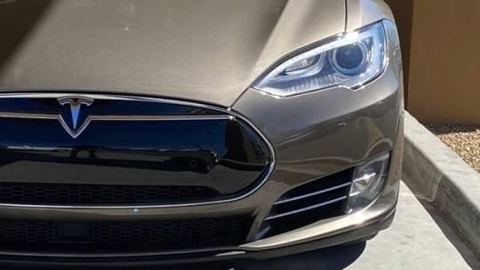 2016 Tesla Model S 5YJSA1E27GF132383