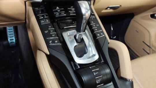 2017 Porsche Cayenne WP1AE2A29HLA75242
