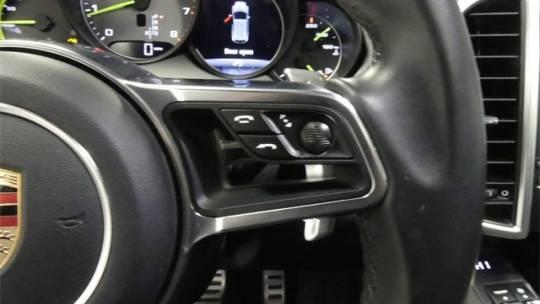 2017 Porsche Cayenne WP1AE2A27HLA72372