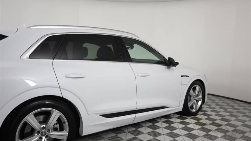 2019 Audi e-tron WA1LAAGE7KB022712