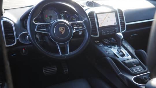 2017 Porsche Cayenne WP1AE2A29HLA71627