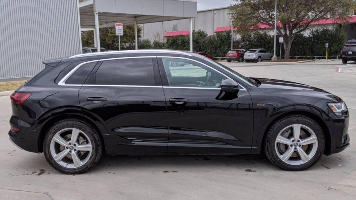 2019 Audi e-tron WA1VAAGE3KB012204