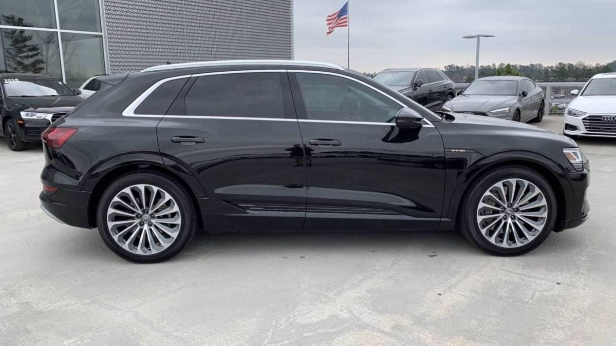 2019 Audi e-tron WA1VAAGE7KB022086