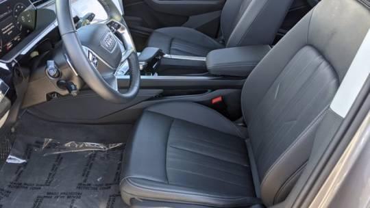 2019 Audi e-tron WA1LAAGE7KB022676