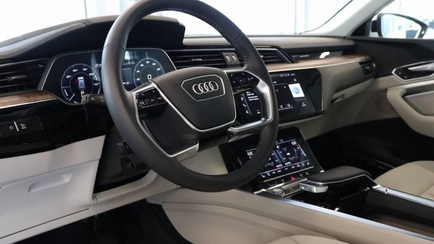 2019 Audi e-tron WA1LAAGE7KB021852