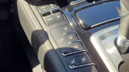 2016 Porsche Cayenne WP1AE2A23GLA17738