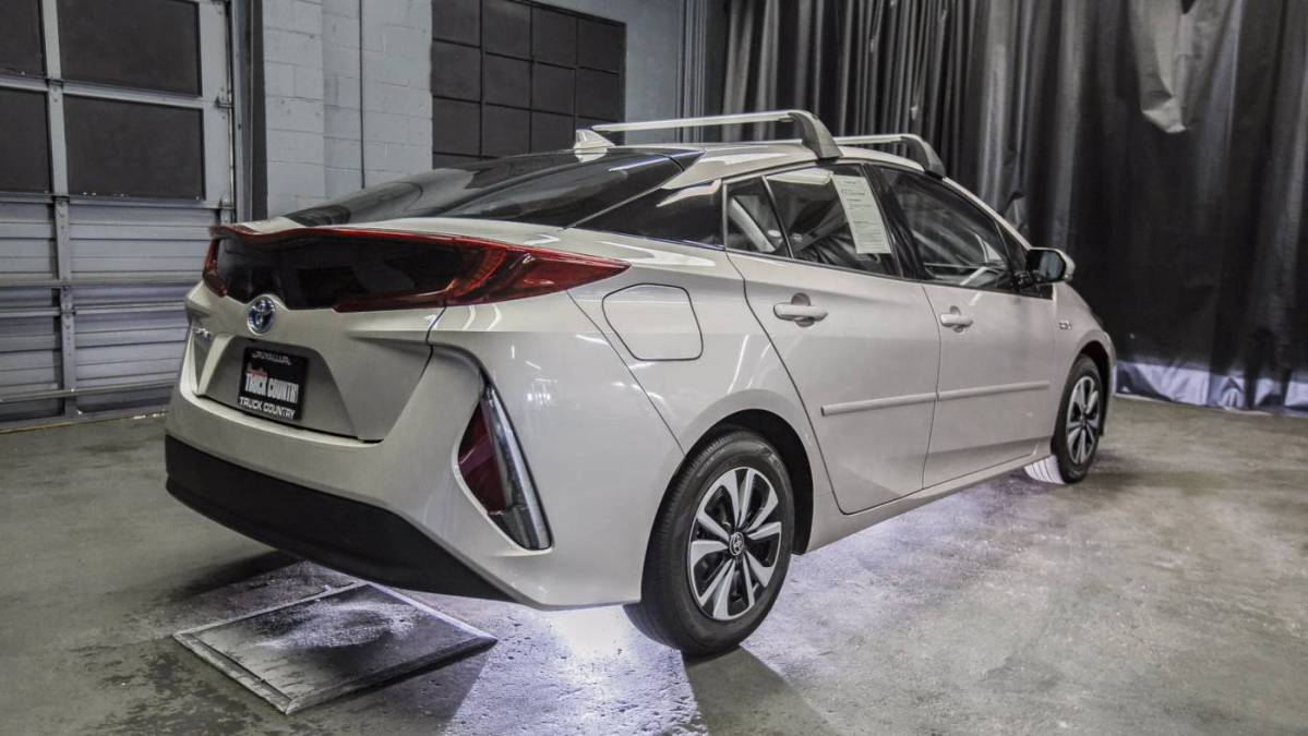 2018 Toyota Prius Prime JTDKARFP3J3082305