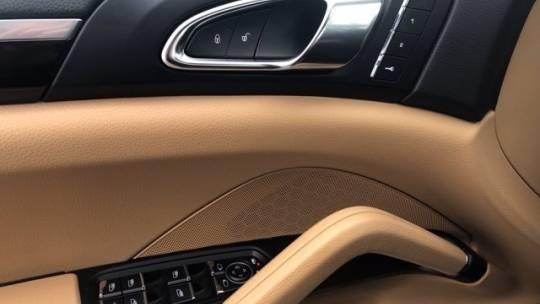 2017 Porsche Cayenne WP1AE2A26HLA74386