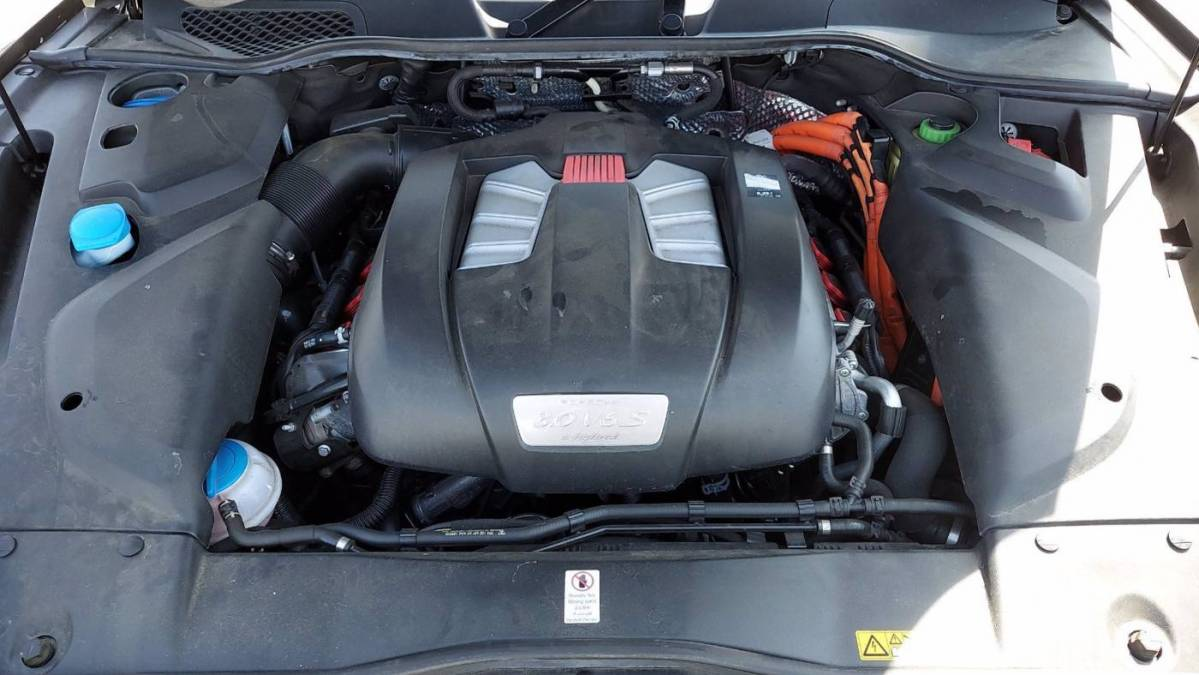 2017 Porsche Cayenne WP1AE2A27HLA76244
