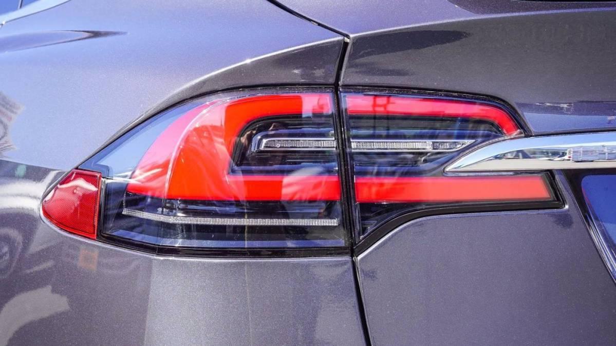 2018 Tesla Model X 5YJXCAE26JF122418