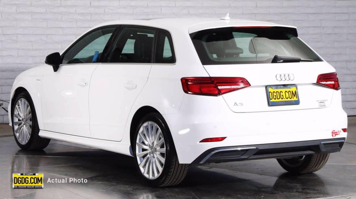 2017 Audi A3 Sportback e-tron WAUTPBFF5HA140371