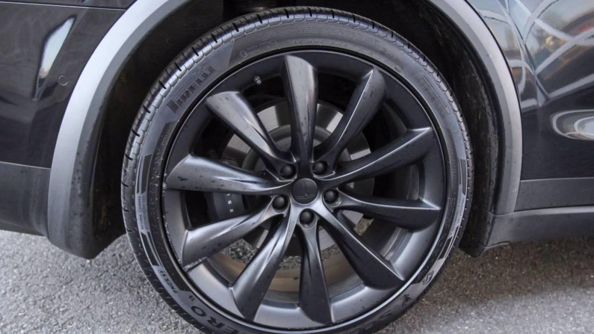 2018 Tesla Model X 5YJXCBE25JF143654