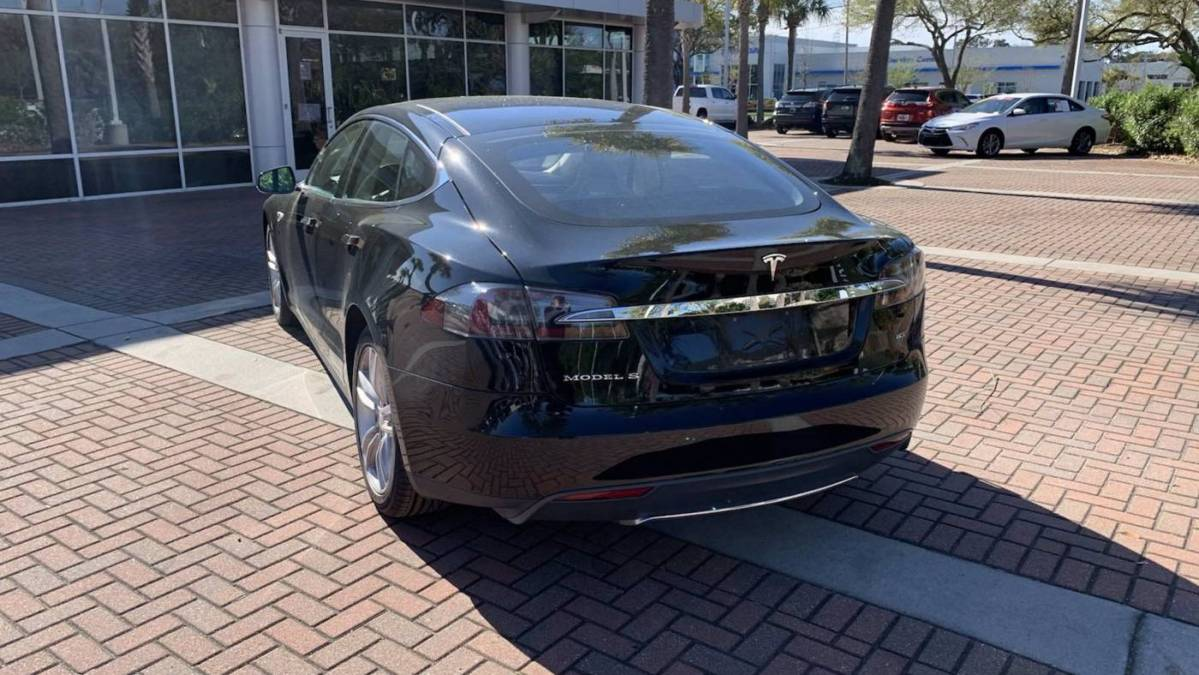 2013 Tesla Model S 5YJSA1DN3DFP09126