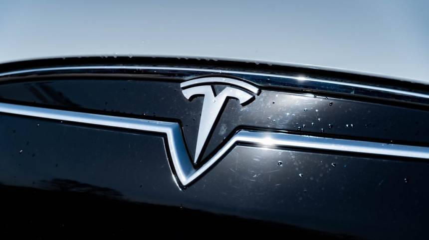 2014 Tesla Model S 5YJSA1H1XEFP67422