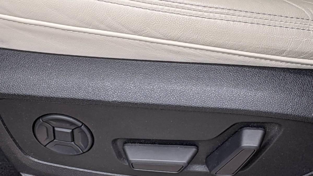 2019 Audi e-tron WA1LAAGE5KB011997
